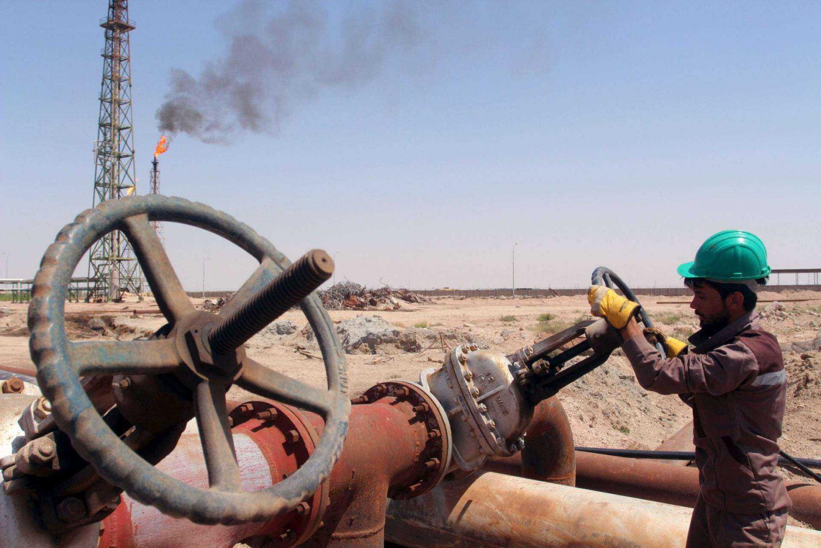 """Nafta ir toliau pinga, """"Brent"""" kaina nesiekia 49 dolerių už barelį"""