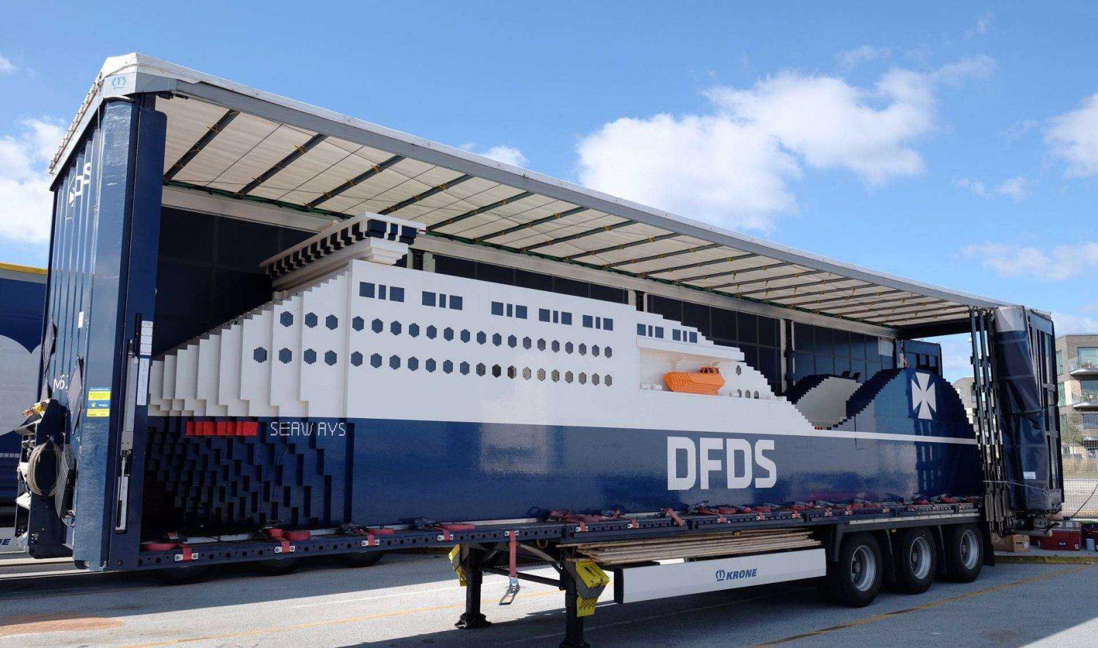 """Į Lietuvą """"atplauks"""" didžiausias pasaulyje laivas iš """"Lego"""" kaladėlių"""