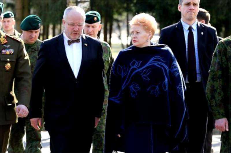 """Ar savi """"pakišo"""" Krašto apsaugos ministrą socialdemokratą Juozą Oleką?"""