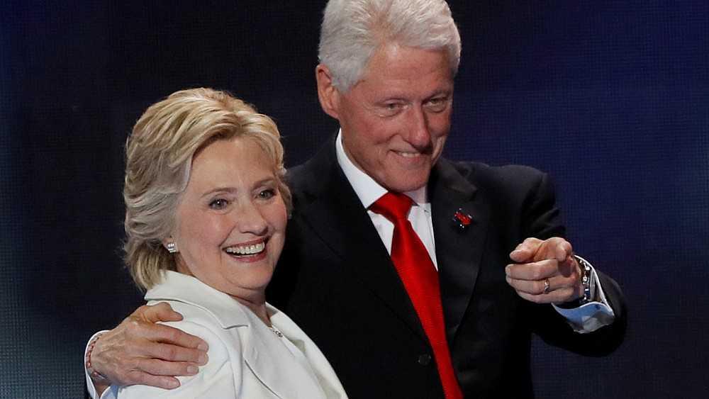 D. Trumpas veržiasi į H. Clinton žemes