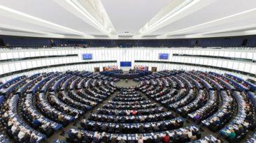 Europos Parlamentas pradės tyrimą dėl britų valdžios diskriminuojamų ES piliečių