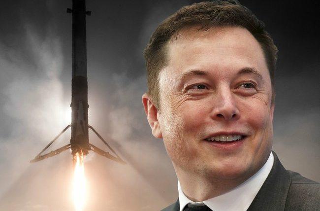 """Mus puola – Elonas Muskas pareiškė, kad """"Tesla"""" atakuojama iškastinio kuro pramonės: """"čia jums ne pasivaikščiojimas parke"""""""