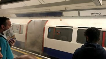 twitter.com (Tom Singer) nuotr. / Dūmai traukinio vagone
