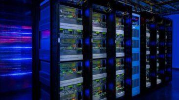 Facebook DI išrado žmonėms nesuprantamą kalbą: sistema išjungta, kol neišsivystė į Skynetą