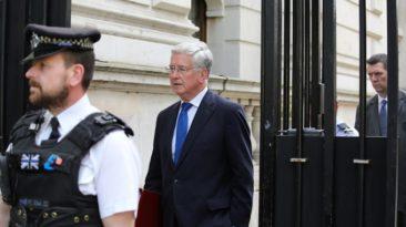 Dėl sekso skandalo atsistatydino JK Gynybos ministras M. Fallonas