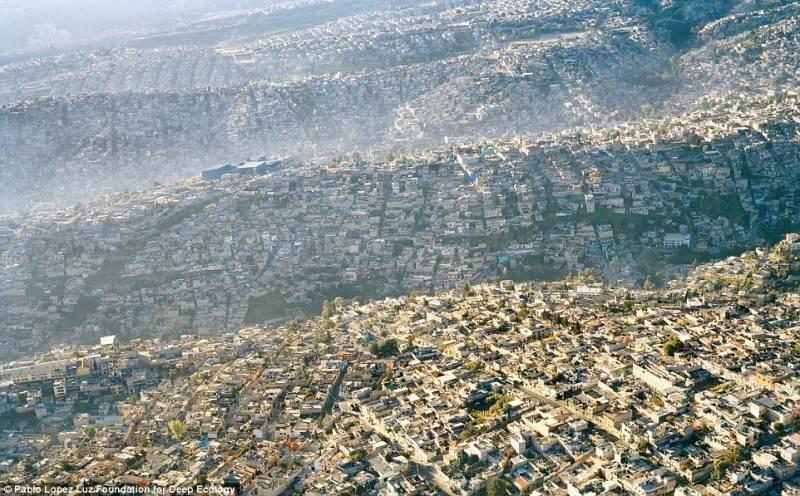 Vaizdas į tankiai apgyvendintą Meksiką (daugiau kaip 20 milijonų gyventojų).