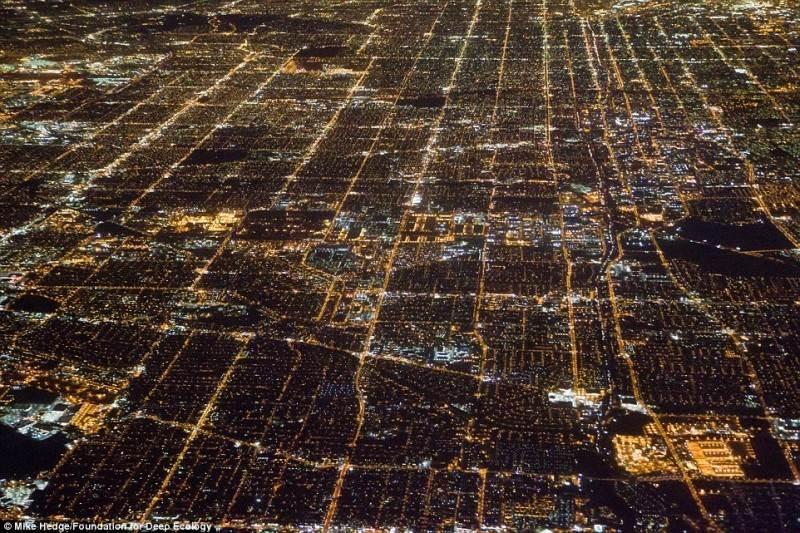 Naktinis Los Andželas. Nesuskaičiuojamas energijos suvartojimas.