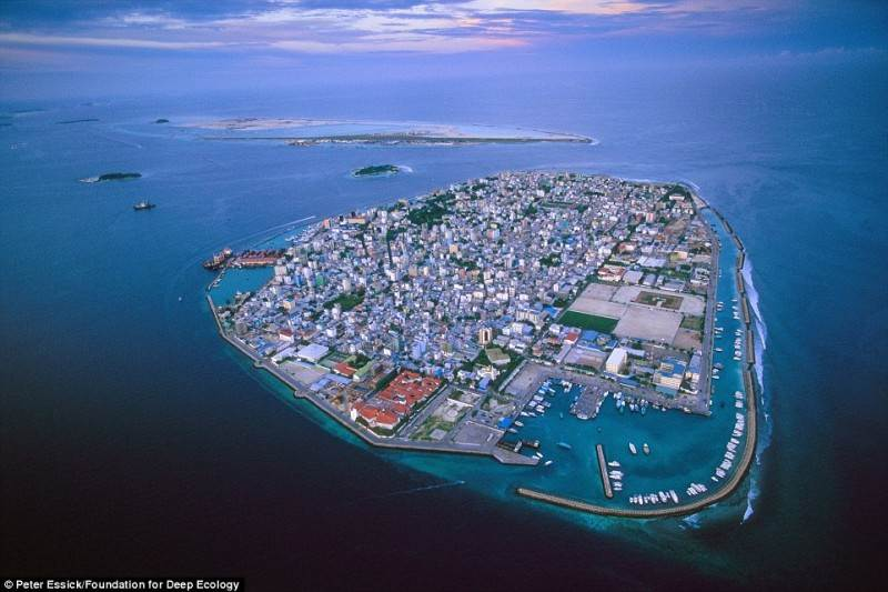 Dėl nuolat kylančio vandenyno lygio populiariesiems Maldyvams gresia išnykimas.