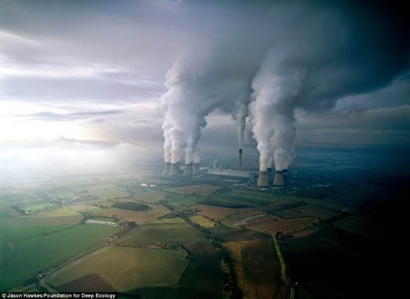 Rusvųjų anglių elektrinė teršia orą išmetamosiomis dujomis.