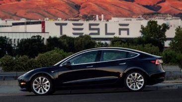 """""""Tesla Model 3"""" sužavėjo pasaulį"""