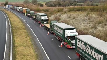 """""""Brexito"""" šalininkai rengia didelę akciją – sunkvežimiai užblokuos greitkelius"""