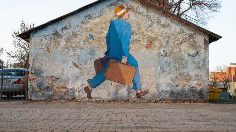 """Menininkas įamžino """"paskutinį keleivį"""" Kauno geležinkelio stotyje"""