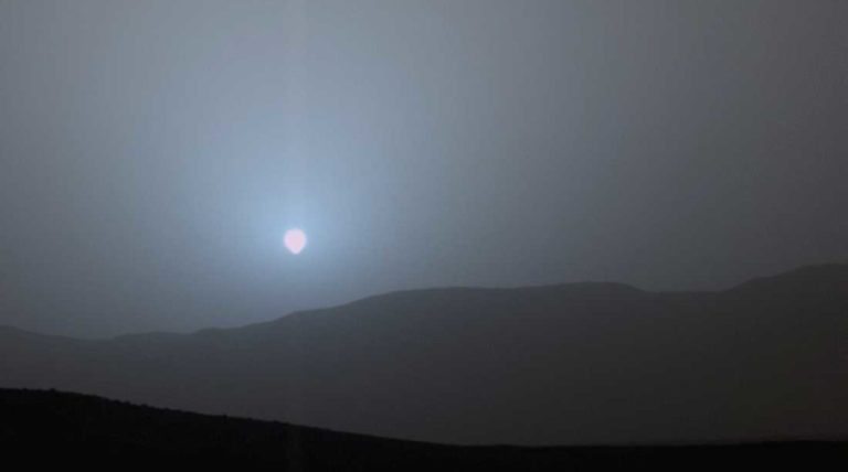 Tik pažiūrėkite, kaip atrodo saulėlydžiai Marse